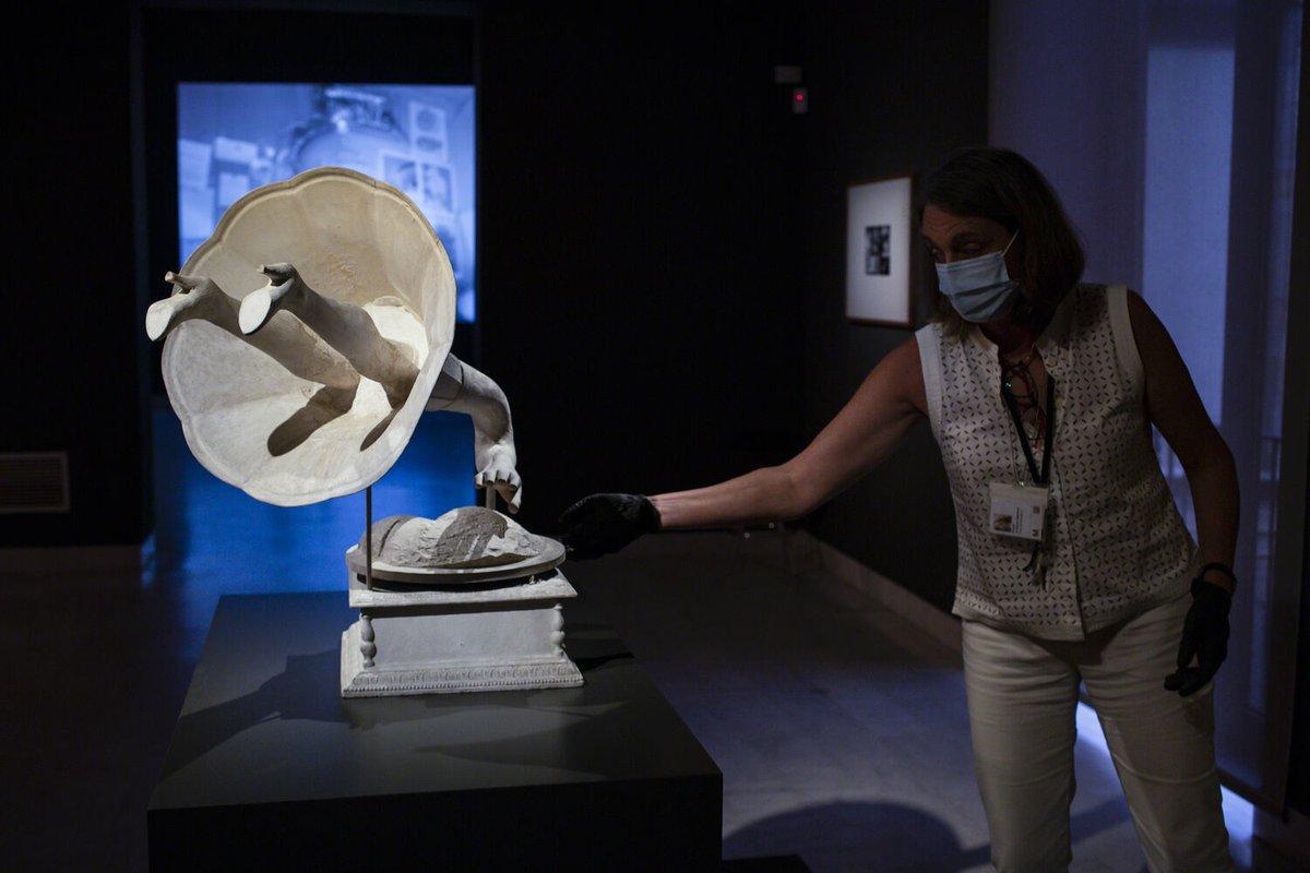 📢 18 #museus de #Barcelona s'obren gratuïtament al personal de col·lectius i entitats que vetllen per les persones en situació de vulnerabilitat, 🤝 gràcies a la col·laboració d'#ApropaCultura i el  @bcn_ajuntament. https://t.co/wgZVNk37cV #MuseusAgraïts #LaCulturaTAcompanya https://t.co/sdt7VWAkjN