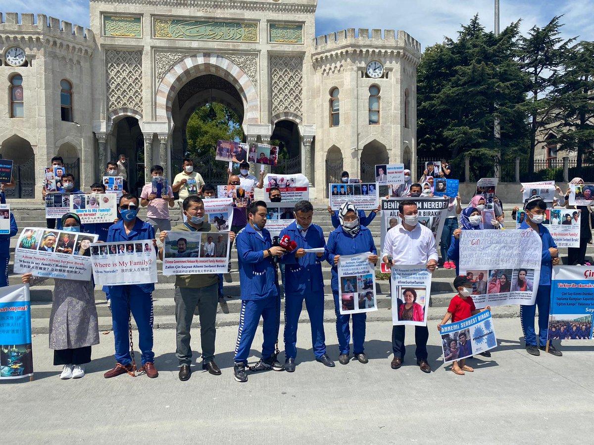 """Doğu Türkistan on Twitter: """"Çin'in Doğu Türkistan soykırımına dur demek  için ailelerinden haber alamayan Uygur Türkleri, Beyazıt Meydanında basın  açıklaması yaptılar. Zulmü birinci ağızdan duyurmak amacıyla hep birlikte  şu mesajı verdi, """"Artık"""