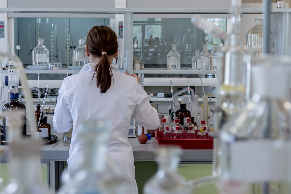 📢 Acabes de titular-te en #Química o #EnginyeriaQuímica, o estàs en els últims cursos? 👩🔬 En l'Alcora (Castelló) es requereix un/a #tècnic/a de #laboratori de #qualitat / I+D per treballar en projectes innovadors i d'àmbit internacional. Inscriu-te:  📌 https://t.co/6rmppkuAg1 https://t.co/7OI2pRnP87