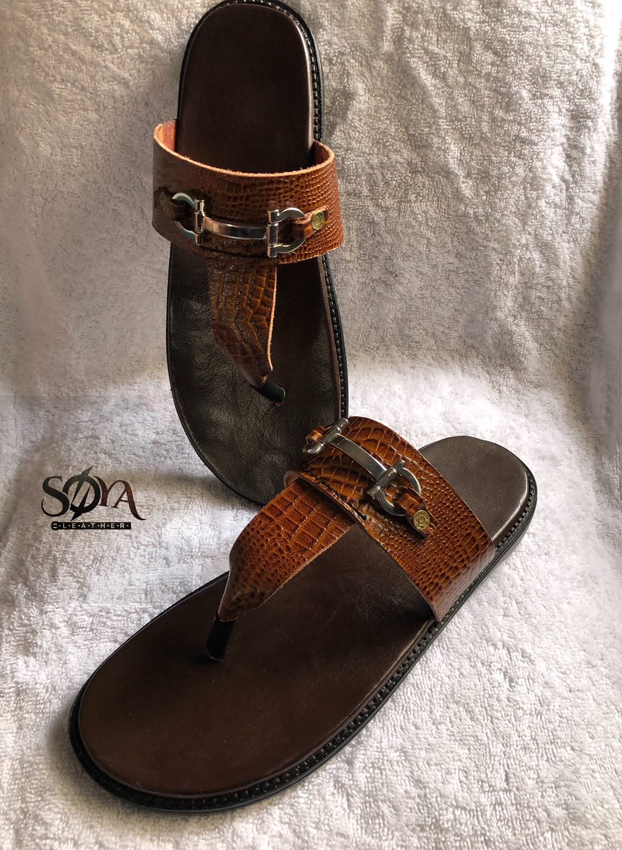 Happy new week,step out in our handmade leather slippers for men.made with full grain leather #bespokefootwear#proudlynigeria#madeinnigeria#africanfashiontrends#nigeriafashiontrends#nigeriashoebrand#leatherlover#menwithstyle#dappermen#gentstyle#shoeoftheday#happyfeet#fashionman pic.twitter.com/7DkVw97psf