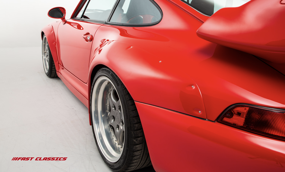 This GT2 Evocation's huge rear wing, rear air intakes and front fins, all finished in Guards Red amalgamate, create a silhouette that is as beautiful as it is purposeful: https://www.fast-classics.com/cars/porsche-993-gt2-evocation-for-sale/ … #Porsche993 #PorscheGT2 #GT2Evocationpic.twitter.com/lZzerPp2ra