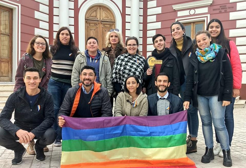 La iniciativa legislativa se gestó en el #VoluntariadoLegislativo realizado en la #NaveUniversitaria de la @UNCUYO en el año 2018. Eliana Ghilardi, Yamila Paz Bulich Castilla, Andrés Barbeito y Josefina Atiye fueron las personas diseñadoras de la política pública en cuestión. https://t.co/hg4xwwY7BA