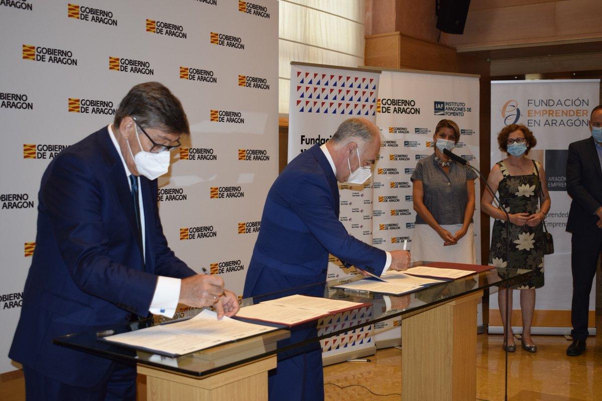 CONVENIO 📝  @IbercajaSocial y el @GobAragon a través del @IAF_Aragon y de la Fundación Emprender, han firmado dos convenios de colaboración para la realización de actividades divulgativas dirigidas al colectivo de emprendedores y microempresas aragonesas