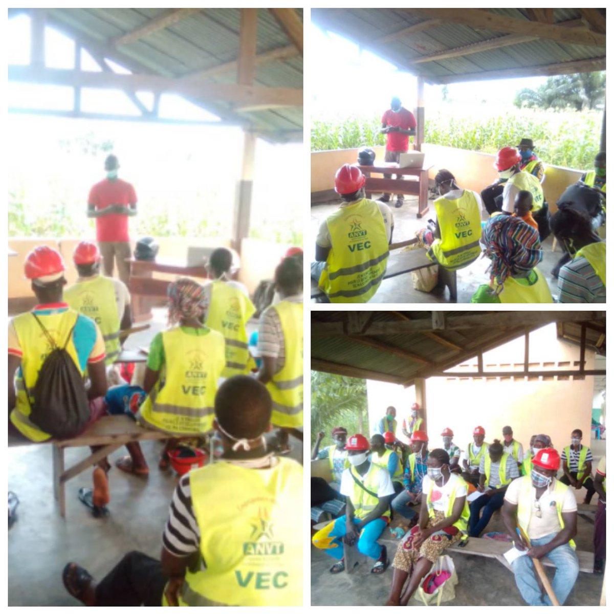 Ce 24 juillet, les VEC d'Adjengré ont suivi une formation sur les AGR.  Les échanges ont porté sur la notion d'AGR, comment créer une AGR, comment fonctionne une AGR et comment trouver des opportunités d'AGR pour qu'elle soit pérenne.  #VEC #JeMengage #CRVCentrale https://t.co/WVbjp1dlya
