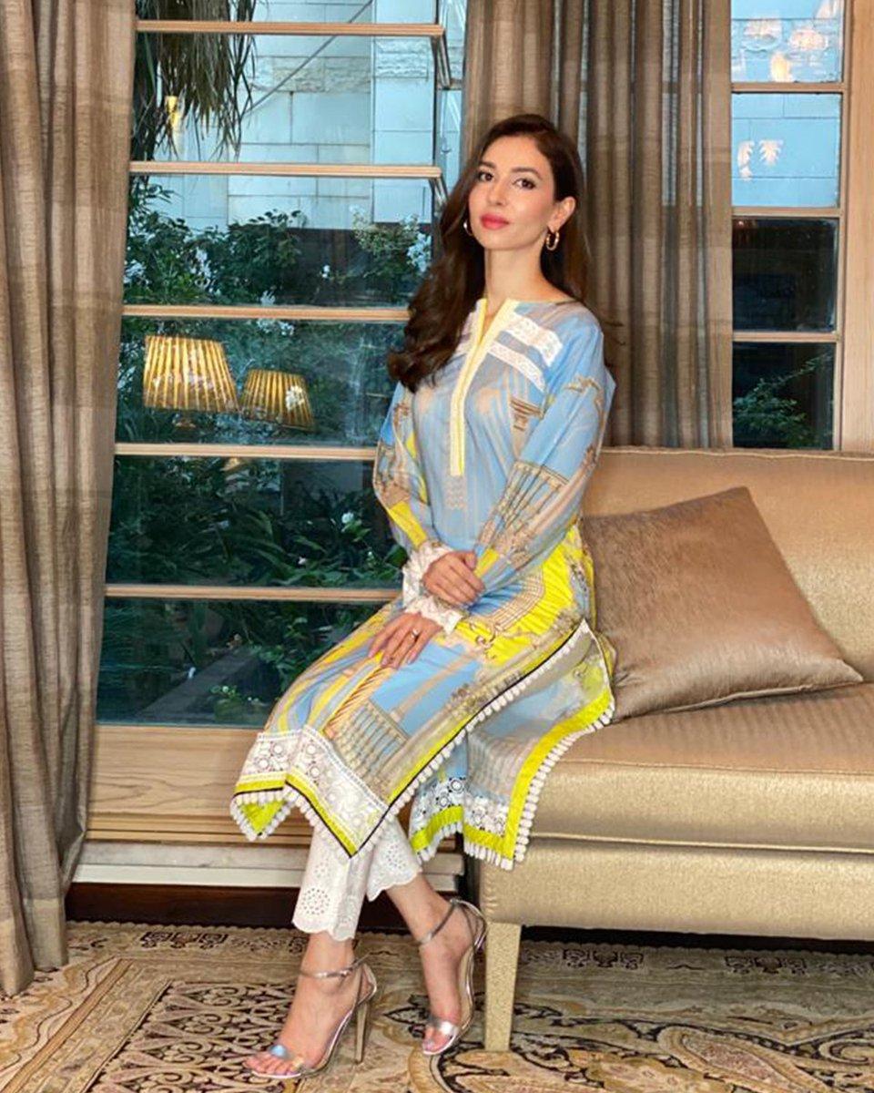The stunning Sasha Rahman giving us uber chic vibes in this beautiful AMMARA KHAN print from the 'ROSA' collection.   #ammarakhan #akmuse trendsetter #summer2020 #inspirational #Sopisto-cool #inimitable #Pakistanfashion #Eid2020 #Rosa #artdecopic.twitter.com/9uda6m8ENN