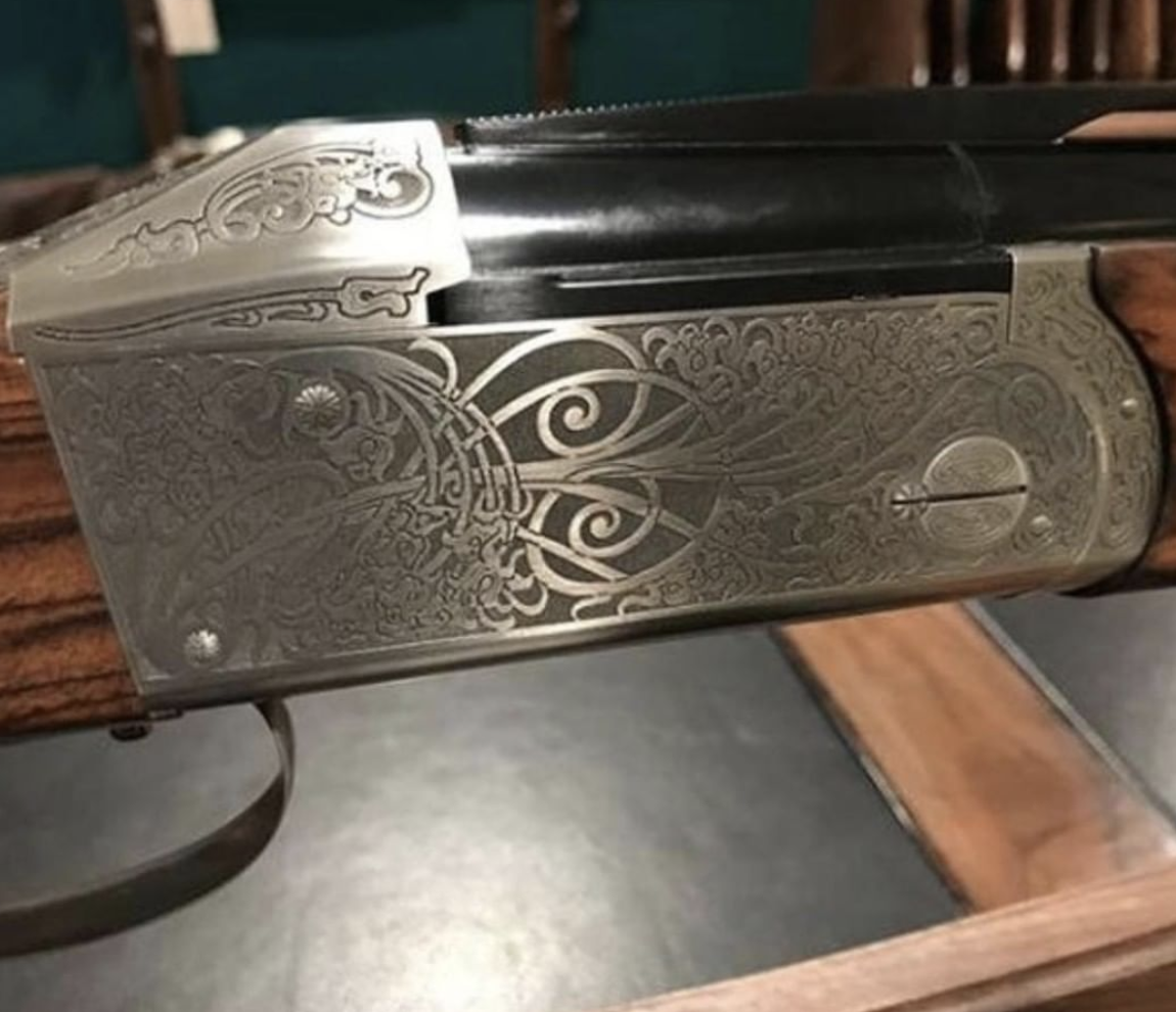 This gorgeous Krieghoff K-80 Sporting features a beautiful Eleganza engraved receiver. If you like the look of this dream gun, you're going to love how it shoots. Call us at 615-651-4690 for more info.  #krieghoff #k80 #nashvile #tennessee #shotgunspic.twitter.com/9wkVzOSmV9