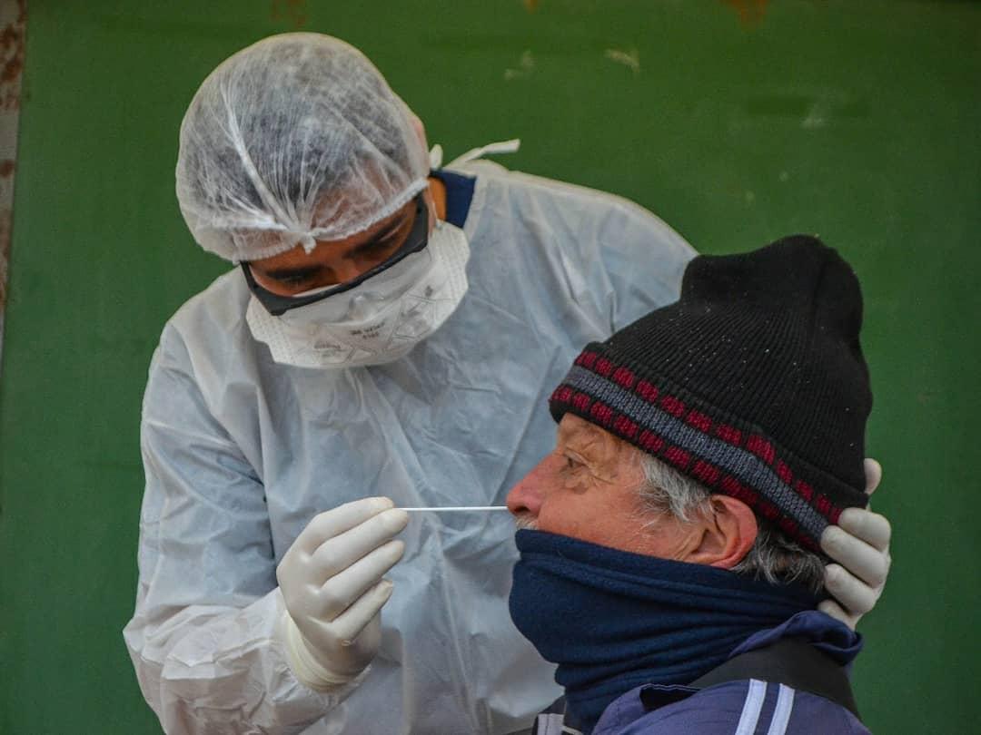 Esta mañana estuvimos en Fontana implementando el Plan DetecAR, con el objetivo de seguir buscando personas con síntomas compatibles con coronavirus, aislarlos y cuidarlos durante la enfermedad.   #CuidarteEsCuidarnos https://t.co/FLn05z6Jdj