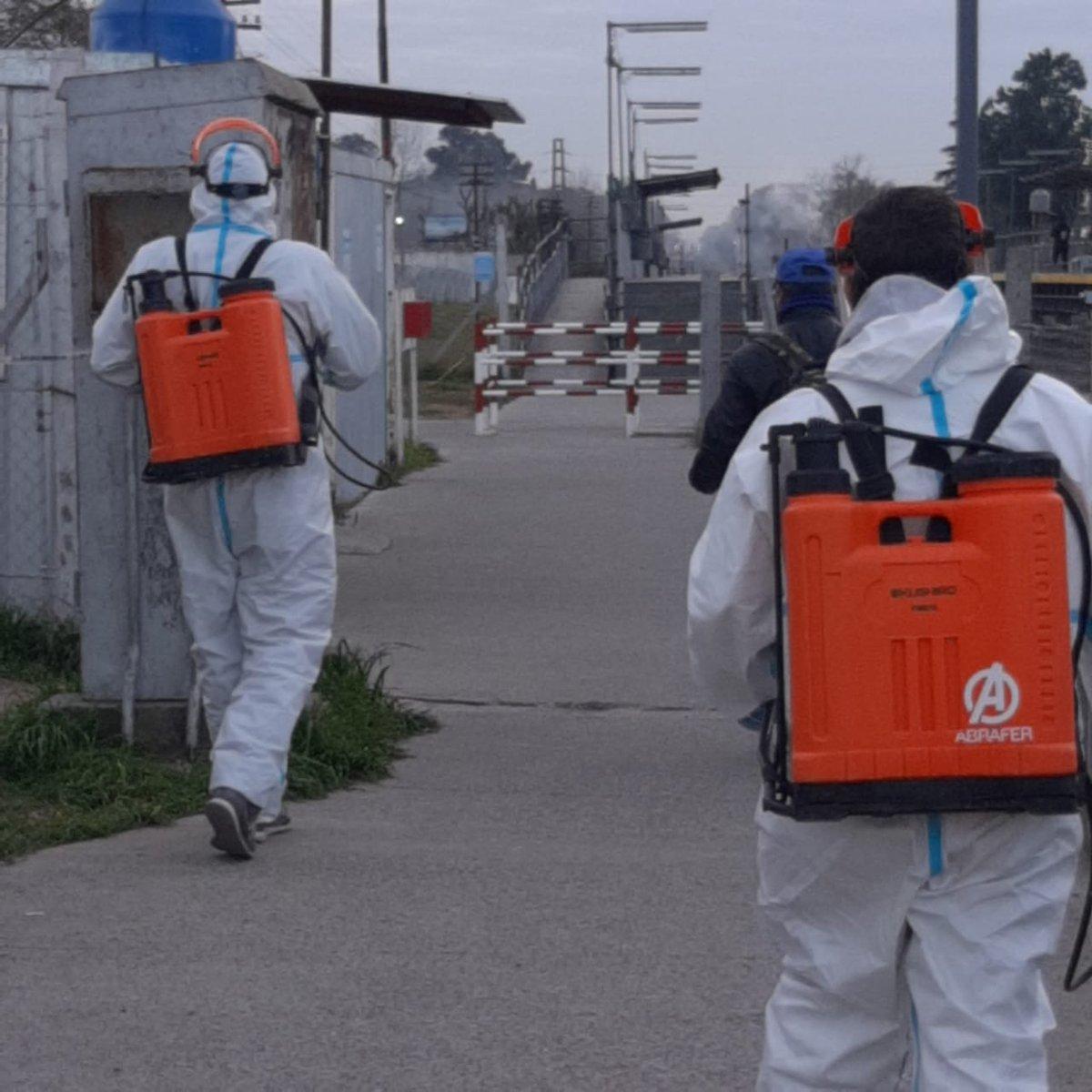Juntos podemos combatir al COVID-19! Seguimos desinfectado los barrios:Pque San Luis II,Falcón,Ferroviario,Los Perales,Los Jazmines y Centros Comerciales,Estaciones de Trenes,Comisarías y Destacamentos Policiales. #CuidarteEsCuidarnos @FedericoAchaval @TanoCarabajal77 https://t.co/PIH5ljPevA