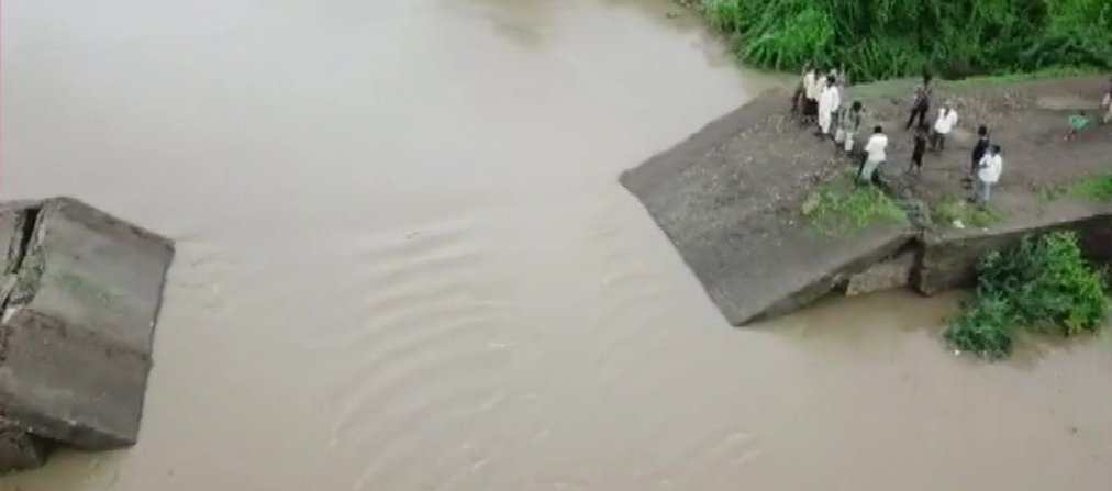 19 roads are closed due to excess rains in Gujarat