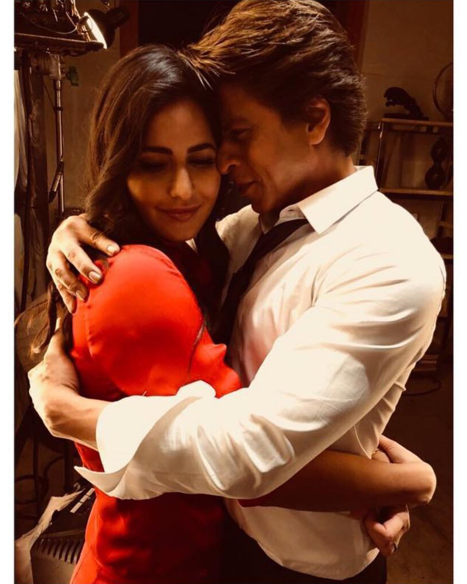 This #throwback picture of #KatrinaKaif and #ShahRukhKhan is all things love. #HappyBirthdayKatrinaKaif