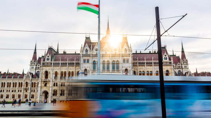 ⚕️#CEB and #Hungary signed a €175 million loan agreement to provide medical services to those affected by #COVID19 and cover the costs of supplies and equipment, such as medicines, face masks, disinfectants, diagnostic tests, ventilators, and ICU beds 👉https://t.co/4s7nmxcB1p https://t.co/N9MsWOgt3d