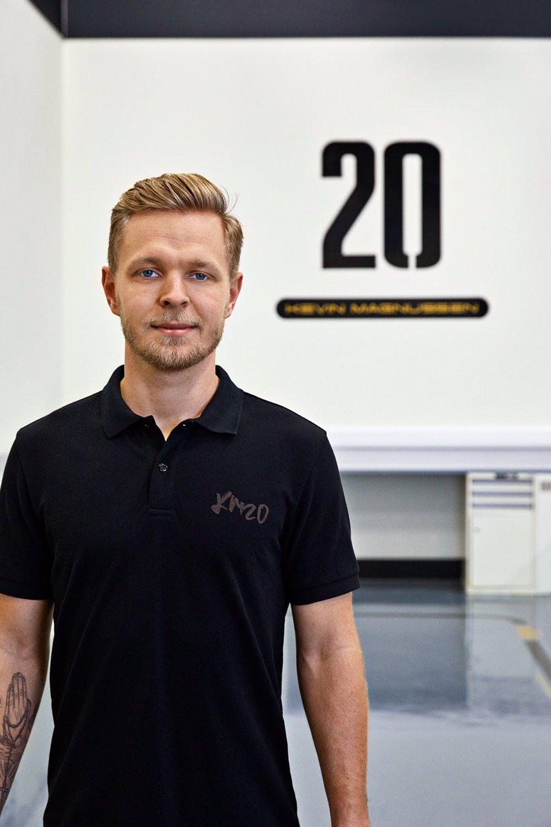 Hey guys. I'm very happy to say that we've now launched my KM20 merchandise website 👌🏼 check out the collection - https://t.co/dMjq1OB7hx 👊🏼 @jackandjones #km20merch https://t.co/4x1au1ddQx