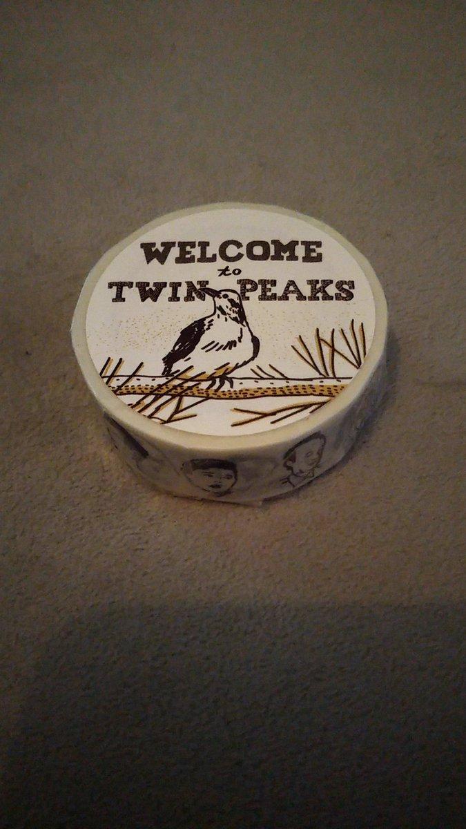 Twin Peaks のマスキングテープを数年前購入したけど使えない。使った瞬間奇妙な事が起こりそう。 パッケージが良いので勿体ないということもあり。 #TwinPeaks