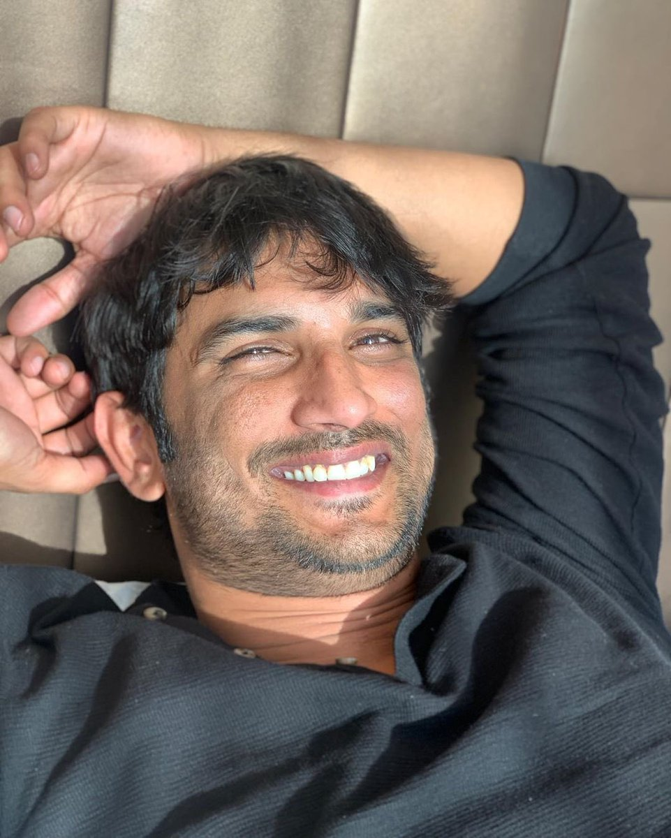#RheaChakraborty posts a picture of late #SushantSinghRajput along with demanding a CBI investigation for the case of his demise.