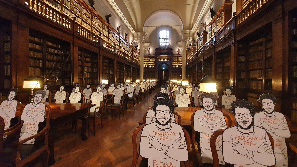 Siamo tutti Patrick Zaky. Continuiamo a chiederne la liberazione: le sagome dello studente egiziano, disegnate da Gianluca Costantini, saranno nella comunità di cui fa parte, tra biblioteche e sale studio  https://t.co/81hVpXGvlB #Unibo @Twiperbole @amnestyitalia @channeldraw https://t.co/EJVnUkxxVf