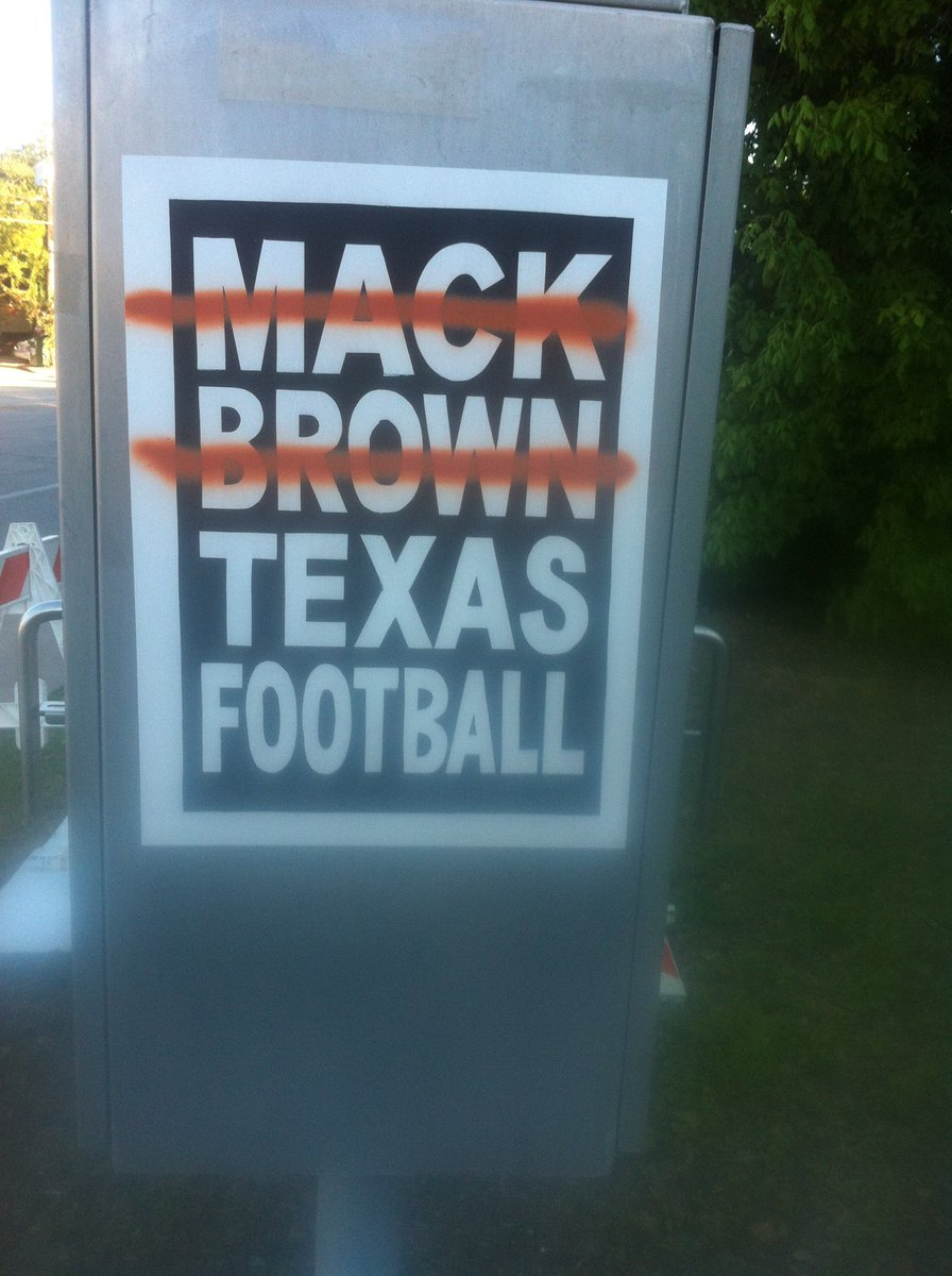 Wasn't always Rose's and 🌹 bowl victories in ATX for Mack Brown! #TBT #HookEm https://t.co/cJKlbfizmY