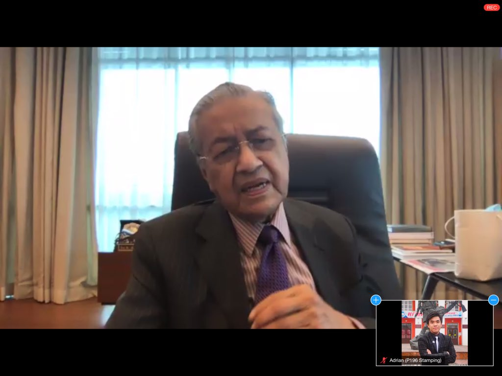 Meeting the idol Tun M @chedetofficial ! Thank you for your time and advice. It was an insightful discussion on US-Malaysia relationship, Federal-State relationship in regards to MA63, etc Hopefully us Sarawak MPs of Parlimen Digital will be able to hold another session with you! https://t.co/qpS4UqFiFb