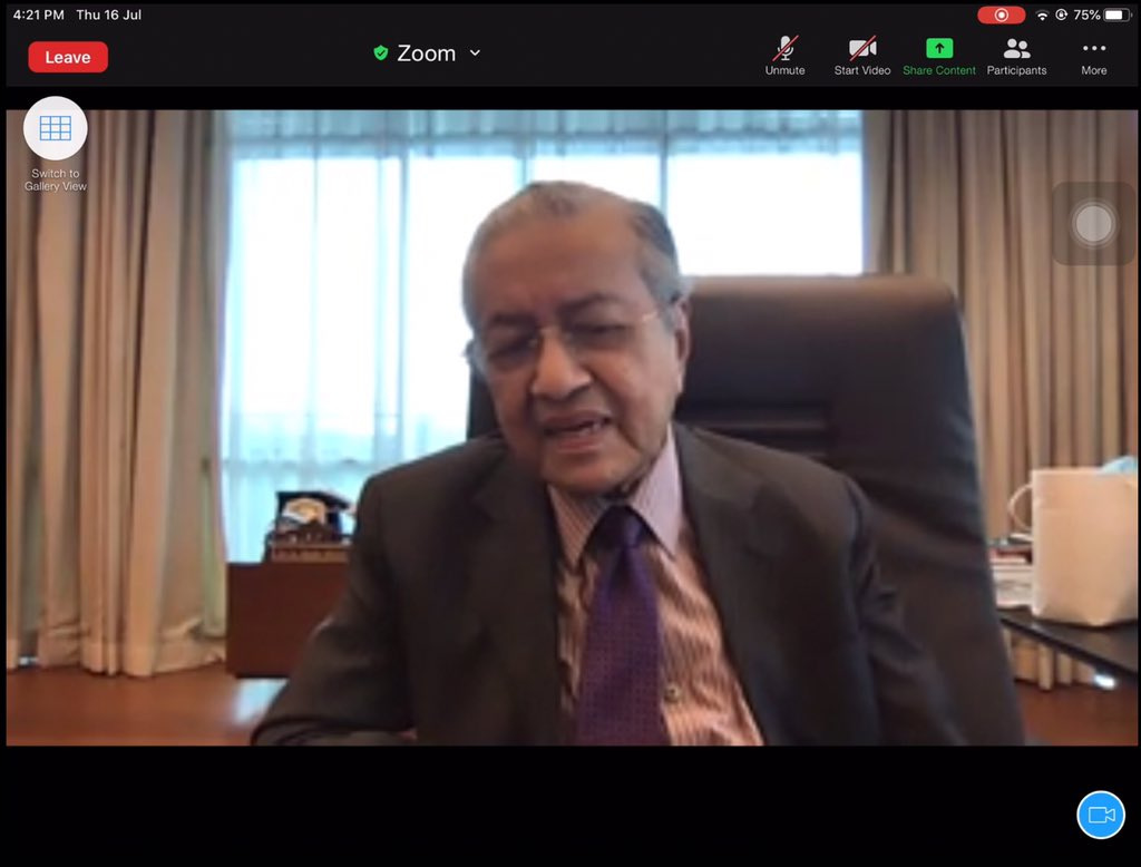 So excited today because went for a Zoom meeting with Tun Dr Mahathir @chedetofficial and other @ParlimenDigital members. Glad to see you as my idol and thanks for answering the question about GE15 !!! Thanks too for your views and advice to us #parlimendigital https://t.co/aBVbBMVt9L