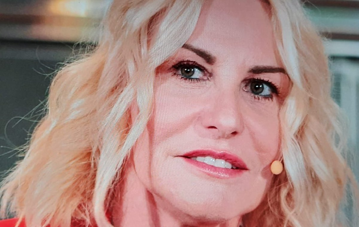 Antonella Clerici torna su RAI 1: ecco con quali programmi  #AntonellaClerici #Televisione