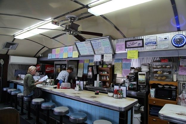 """The 1940's-era Silk City Diner car has been a Bennington landmark since 1948, thanks to classic fare like hot turkey sandwiches and chocolate cream pie — and its legendary """"crunchberry"""" pancakes.  https:// 7dvt.co/3fvLuvv    <br>http://pic.twitter.com/oCScRCuSX5"""