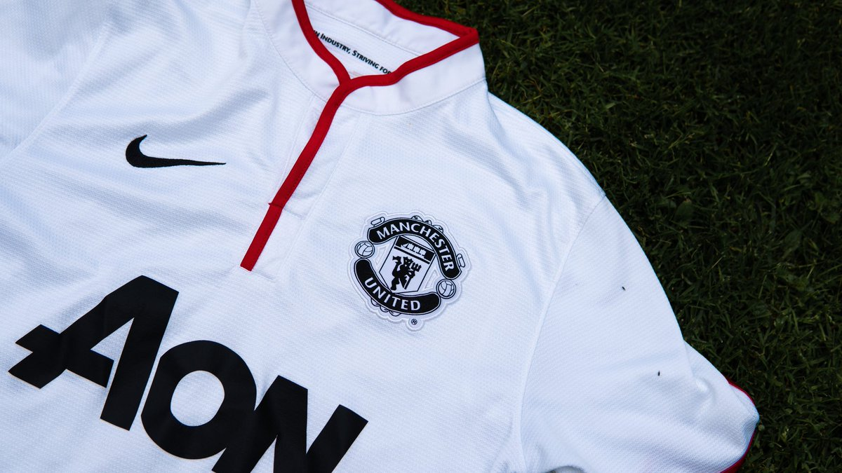 From Serie A yesterday to the Premier League today! Manchester United take a trip to Selhurst Park to take on Crystal Palace as they look to push back into the top 4!  Who remembers this famous away shirt from the 2012/13 season? Love the way the badge has been stitched onto this https://t.co/mhAXf1g2KI