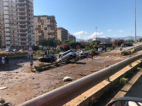 """Nubifragio a Palermo, Orlando chiede stato calamità """"Per affrontare in modo veloce e snello emergenza"""" - https://t.co/VgNEKTAVY6 #blogsicilianotizie"""