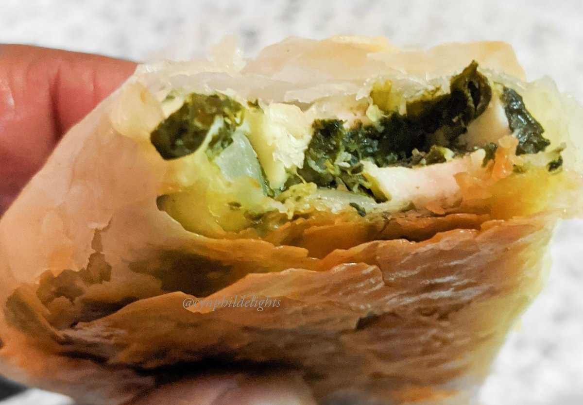 The Spanakopita was on point! #spanakopita #spinach #feta #cheese #greek #delicious #Food #Foodie #family #phyllo So #yummy #buttery and #crispy Happy Friday eve! 🌼