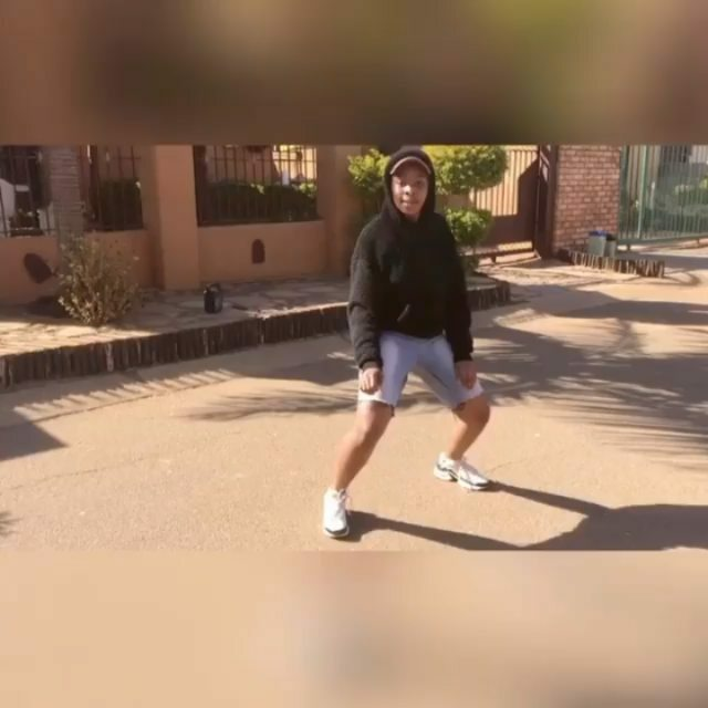 SA GROOVES AT BEST💃🎶 #sa_chroniclez  MENTION A FRIEND  Subscriber to our YouTube Channel link on BIO 💫 📸:@macoloured_rsa 🎵: . . #mzansi #braamfontein #sacoolest #gomora #rustenburg #covid19 #coolestkidinafrica #dancevideos #dancechoreography #dan…