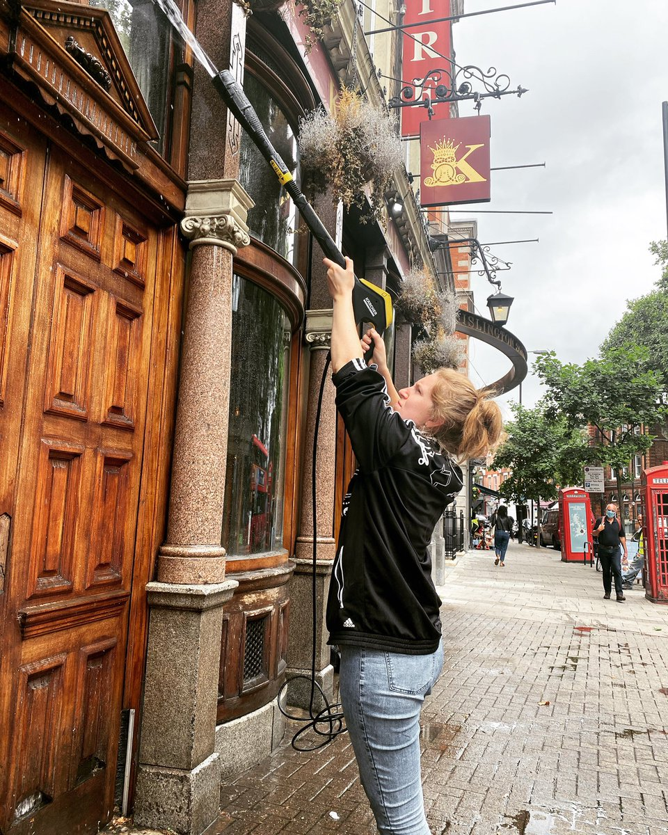 Jet washing the old away to let the 'new face' shine 😉  .  JUST 4 DAYS TO GO!!! 🍻 🙌🏽🍻 .  #jetwash #cleanclean #pubcleaning #newface #upperstreet #publife #londonpub #traditionalpub #summerclean #cleaningday #jetwasher #sparklyclean #islingtonlife https://t.co/RIIJ66iT6U