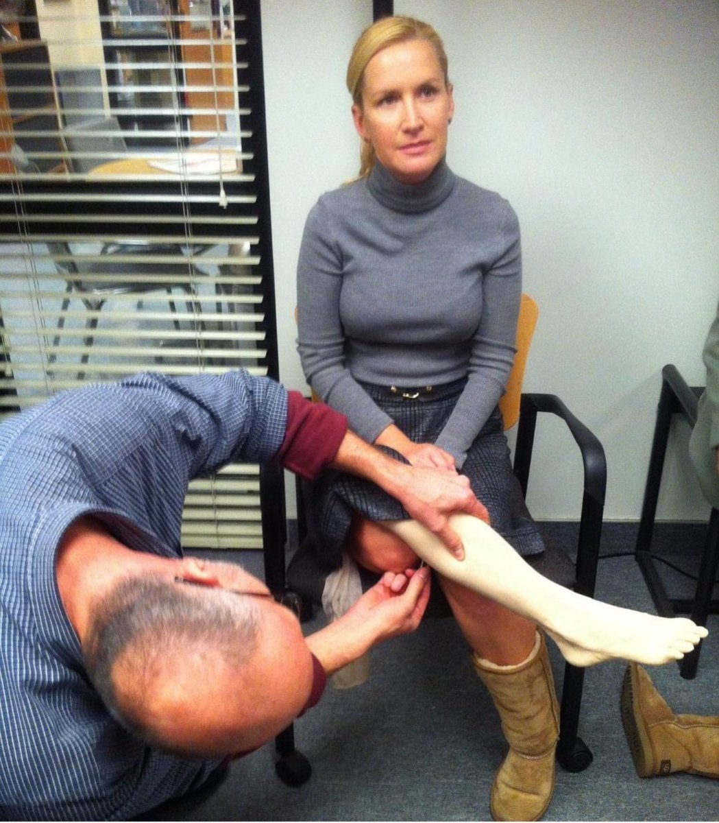 Today I discovered that Angela Kinsey from #theoffice was going to get prosthetic leg in the show but then that was never used! <br>http://pic.twitter.com/yTkr1MBwpv