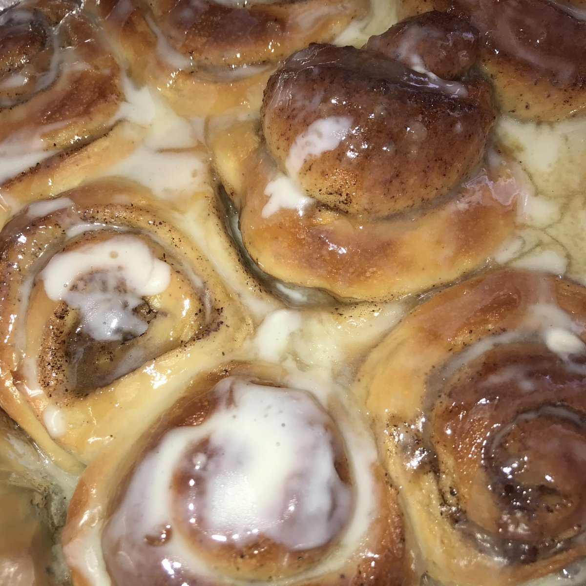 We're giving away a pack each of our cinnamon rolls and apple crumble pie!!! Rules in my next tweet! Please RT <br>http://pic.twitter.com/AD2d6OliuW