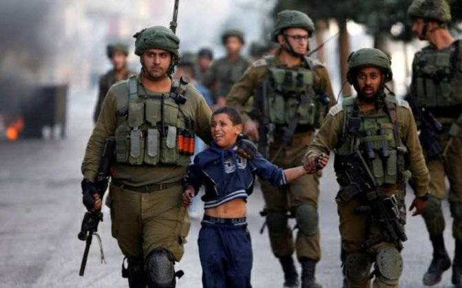 """""""The oppressor may sleep, but the oppressed is awake at night calling wpon the one who never Sleeps!  The oppressed awaits victory from Allah while the oppressor awaits his reckoning."""" #palastine #MuslimLivesMatter #AlAqsaMosque  #kashmirbleeds #palastinebleeds #FreePalestine https://t.co/QU9mbfEAdO"""