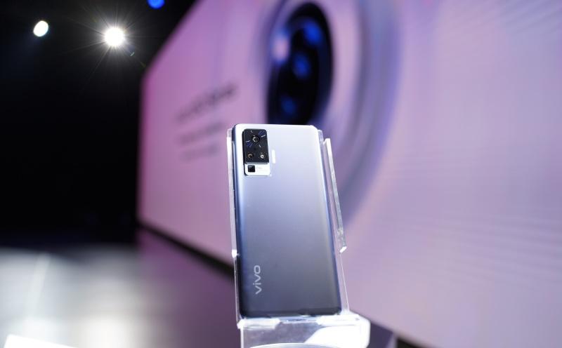 Ponsel gimbal Vivo X50 series meluncur, ini spesifikasinya https://t.co/8b8ERncisU https://t.co/amXetTmQxZ