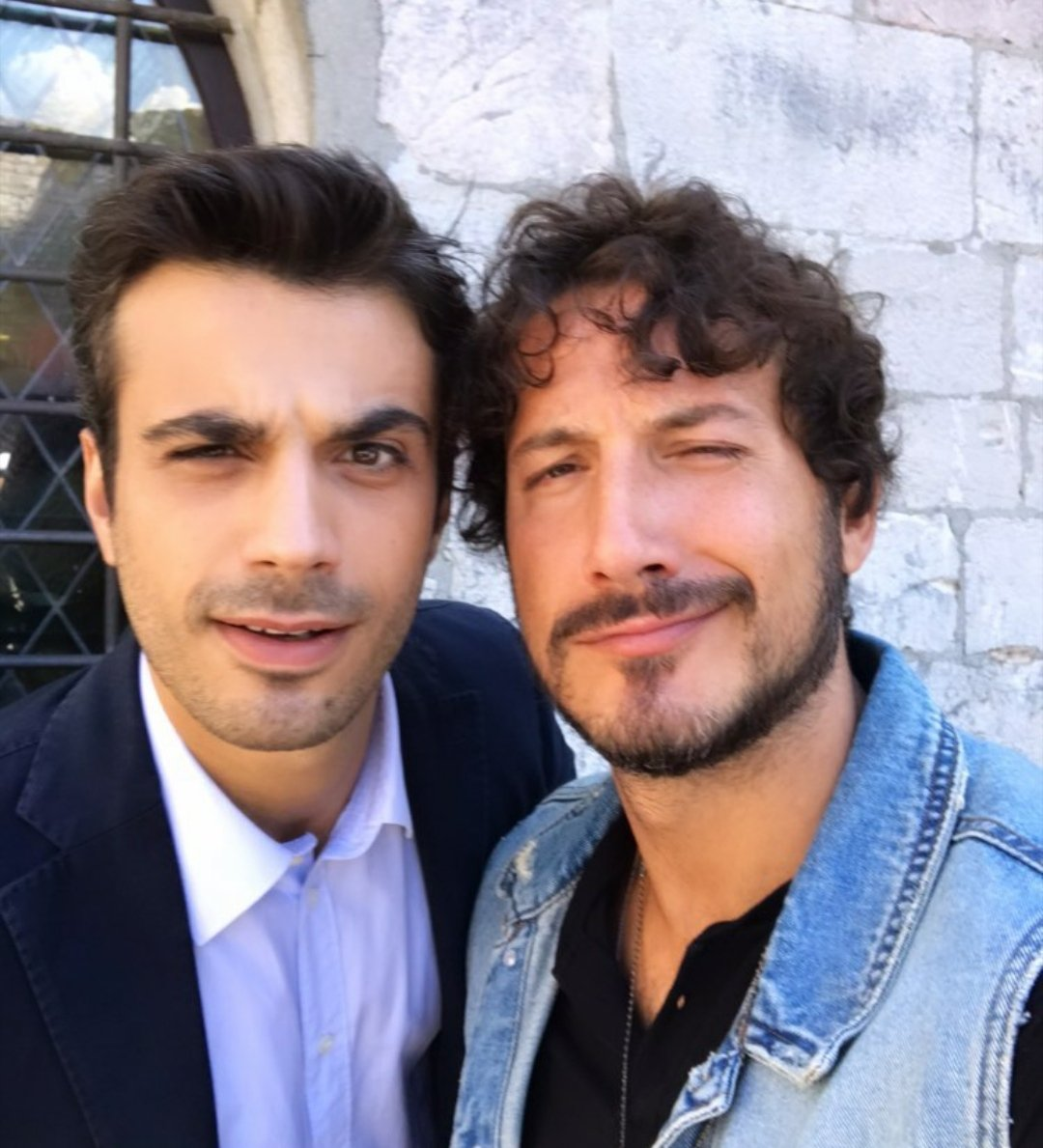 Gianmarco Saurino e Marco Mancini sul set di #CheDioCiAiuti6. #ripreseincorso 🎬 @CheDioCiAiuti_5 #giasau #gianmarcosaurino #giasausource #cheDiociaiuti #Assisi #fiction #fictionrai #serietv #set #riprese #attori #film #televisione