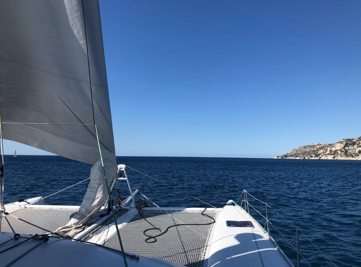 made in marseille a passé une journée team building sur l'un des catamarans proposés à #Marseille par la plateforme @ClickandBoat ⛵️ Partez en immersion à la découverte de ce système locatif ! Notre virée en Méditerranée par ici ➡️ https://t.co/gS3LElPS4E https://t.co/JhbZDzgeyl