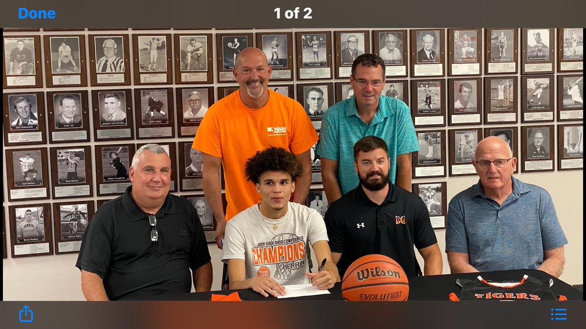 Congrats to Brandon Anthony for signing his letter of intent to play basketball next year at Rend Lake College. https://t.co/elUZdHYhDn