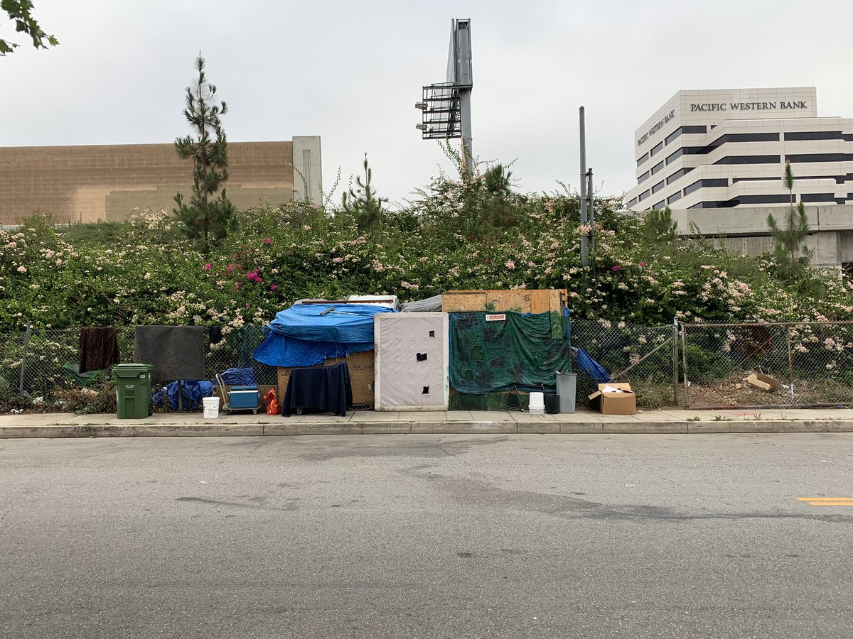#Caltrans squatter advertising a 1 bedroom. Hope #Caltrans is getting a piece of the action #LAHomelessissues #nomasks #COVIDFreepic.twitter.com/h1stSlbelf