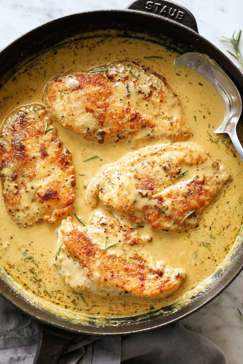 Your #kitchen will feel like a five-start restaurant tonight with this creamy French mustard chicken #recipe. #gourmet