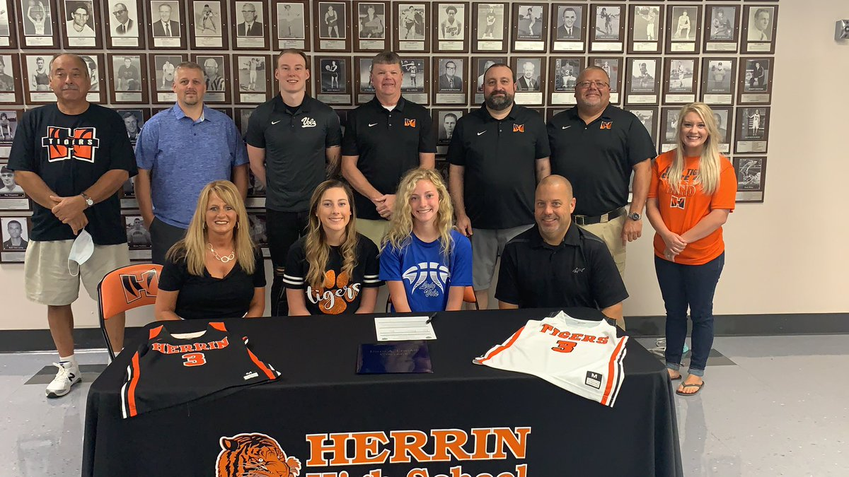 Congrats to Madisyn Blankenship on signing her letter of intent to play basketball at John A. Logan College next year. https://t.co/X9flEe879e