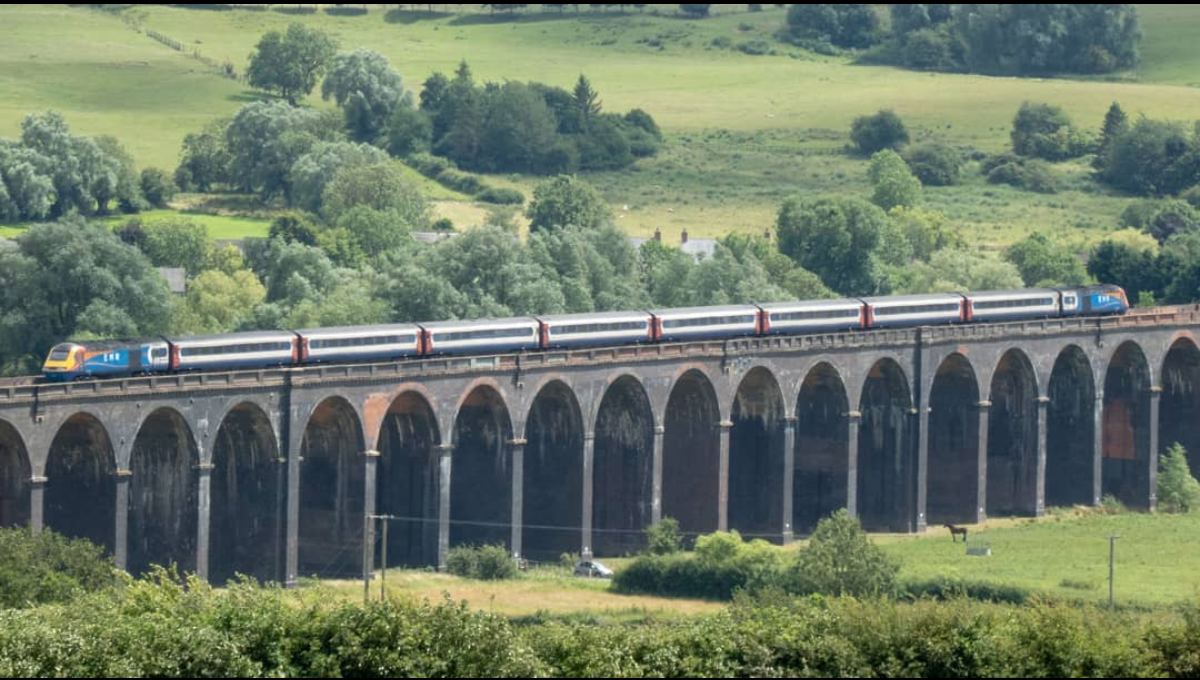 Amazing shot of our #hst crossing over the Welland viaduct looking out over the beautiful Rutland countryside.    📷| @deltacharlie_railways on Instagram    #EMR #EastMidlandsRail #PicOfTheDay #Rutland  #EastMidlands #WellandViaduct