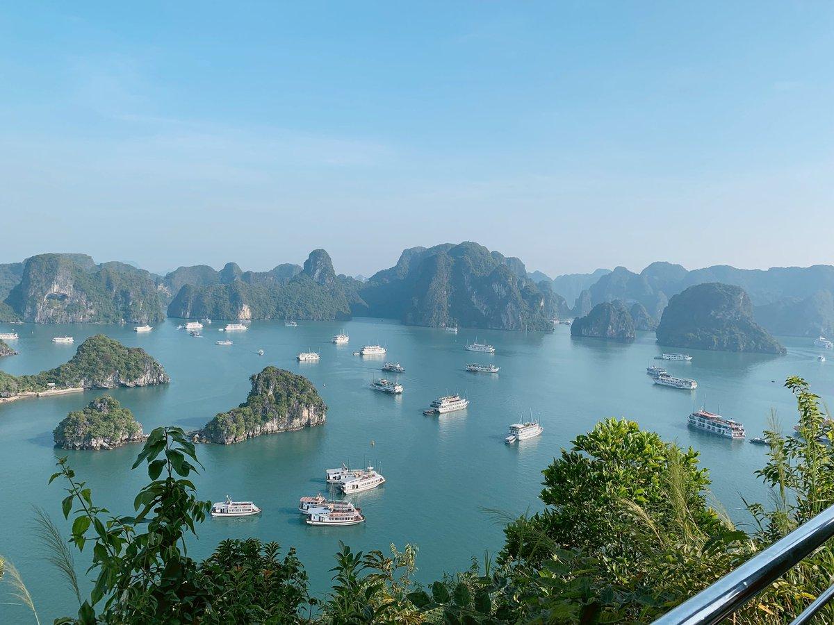Heaven to be..😍🥰⛰⛰♥️ #NaturePhotography #heaven #stunning #art #best #miss #Halongbay #Vietnam #FAVORITE #travelphotography #traveling