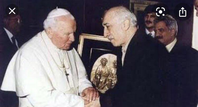 """Coşkun BAŞBUĞ en Twitter: """"Unutmayalım... FETÖ'nün finans ayağıyla ilgili  hazırlanan iddianamede çarpıcı tespitler yer aldı. FETÖ elebaşı Fetullah  Gülen'in, Vatikan'da görüştüğü Papa 2. Jean Paul tarafından """"gizli  kardinal"""" olarak atandığı ortaya çıktı.…"""