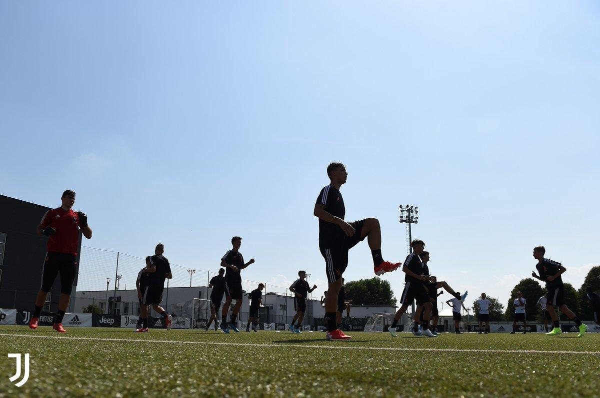 #JuventusYouth   #Under verso la nuova stagione ⚪️⚫️  L'organico dei tecnici ➡️ https://t.co/6frYHq7YYx https://t.co/qCy0m2KNVV