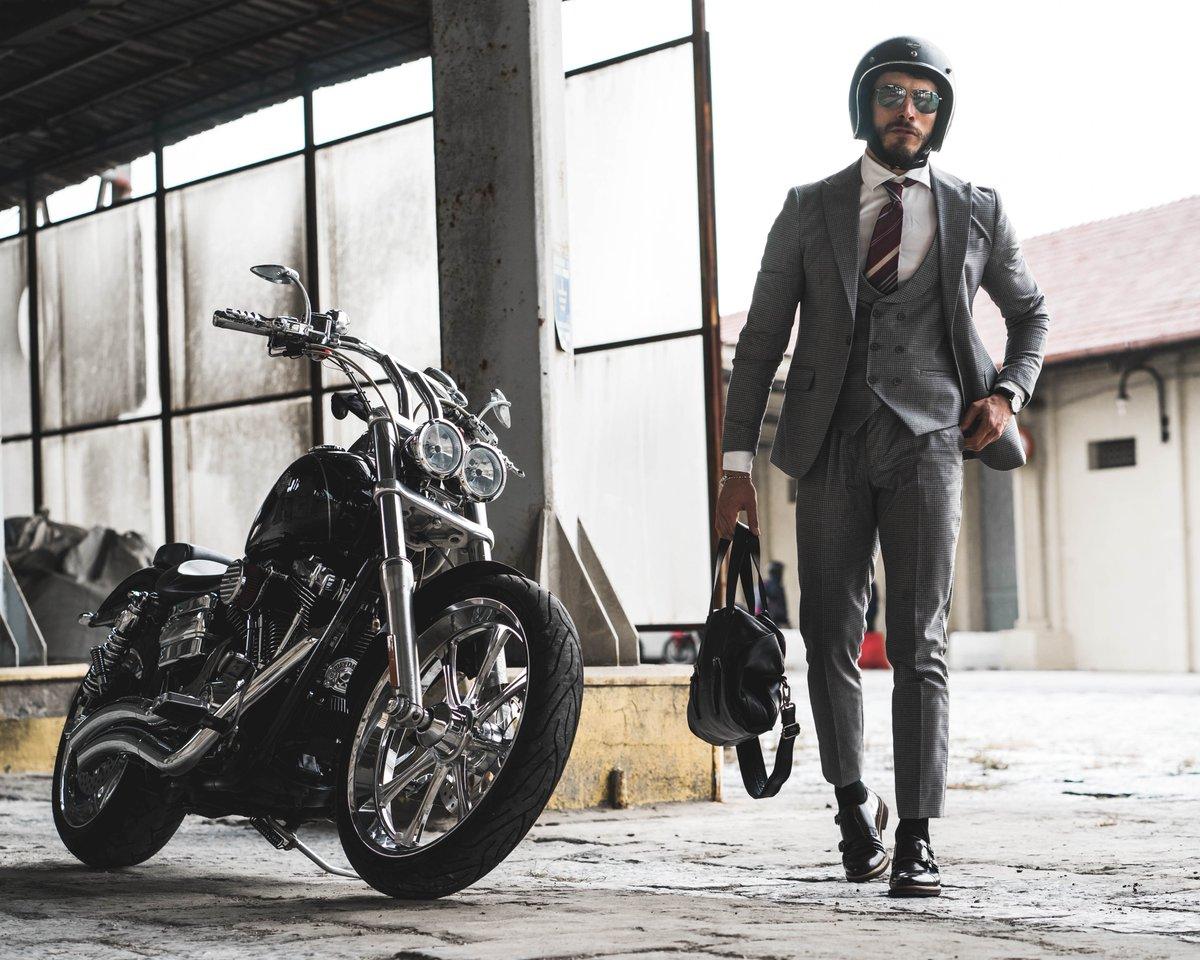 Cerchi abito uomo elegante? Scopri il nostro!  via @YouTube  #fashion #news #style #look #ootd #abito #uomo #luxurylifestyle