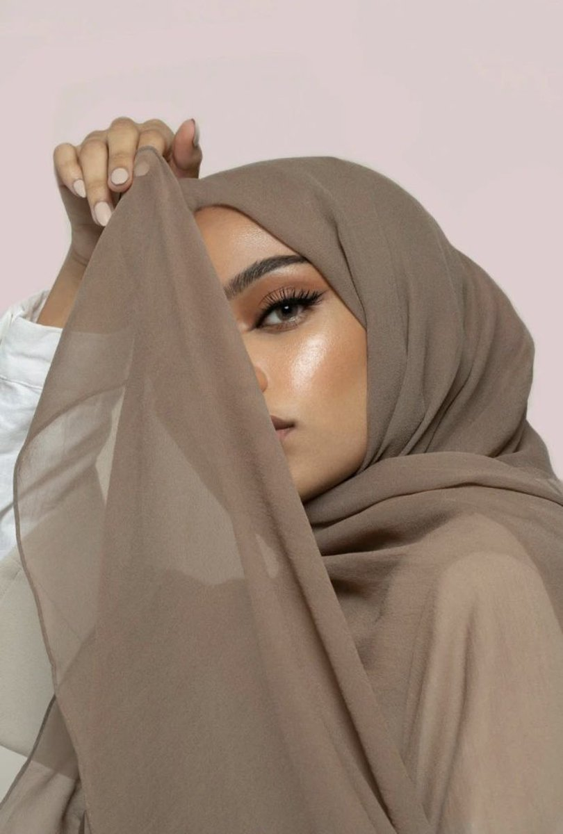 Because every beauty is unique, you must always remain true to yourself #hijab from @silq.rose  *  * #hijabfashion #hijabstyle #hijablook #beyourself #authenticité #femmeenaffaires #womanfashionstyle #womeninbusiness #womenchic #hijabstyle #culturehijabpic.twitter.com/BS0eXyKniJ