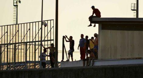 Ventiquattro migranti in fuga dall'hot spot di Bisconte, feriti uomini delle forze dell' ordine - https://t.co/azTgyYMLkY #blogsicilianotizie