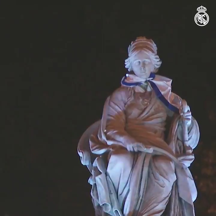 💜🏳️🏆 The goddess Cibeles celebrated our 34th @LaLiga title! #34Ligas | #RealFootball https://t.co/gyujzwDYgy