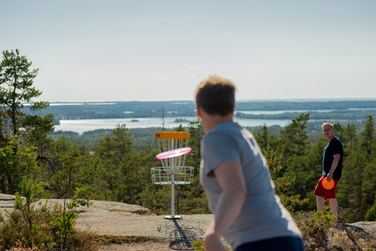 Have you ever tried #frisbeegolf?🥏Each of #Åland's 16 municipalities will soon have a 9-/18-hole #discgolf course. This means that the Åland Islands are to become world's largest #DiscGolfPark and the most disc golf dense area in the world.🇦🇽🤩https://t.co/2xusS6UKpc #visitåland https://t.co/Sm1xgDNuyK