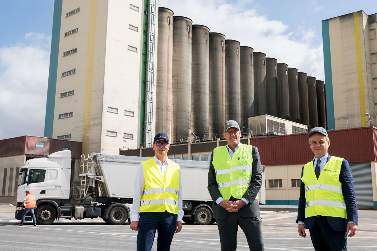 C.Büren (@Vivescia President), O.Miaux (Vivescia Industry General Manager) and O.Parent (Malteurop General Manager) organized a visit to the co-workers of our malthouses 🏭 in Pringy & Vitry – the goal was to support them & to show recognition for their efforts during #Covid19 https://t.co/WTBwnJdjuf