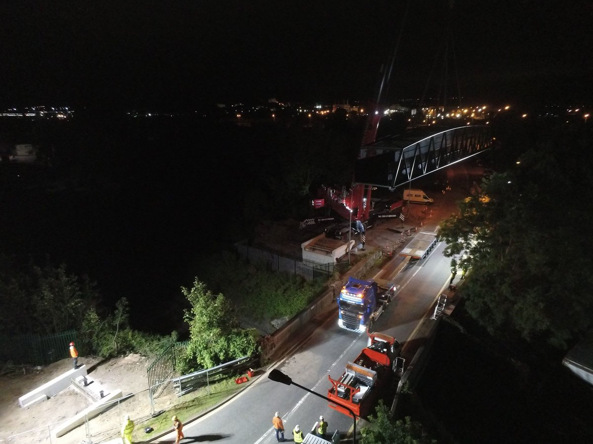 The latest update from #Dunkettle interchange project includes pics of the new footway/cycleway bridge installed this week over the #Cork #Midleton railway near the existing Bury's Bridge. A key piece of the Glanmire/Little Island cycleway scheme https://t.co/QFmga52dvn